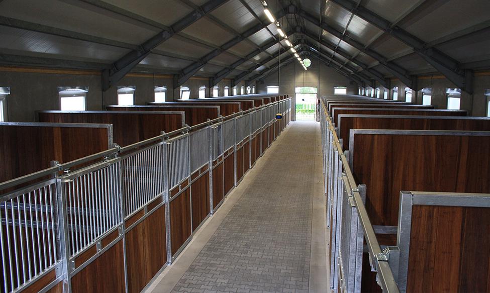 Paardenboxen met schuifdeur