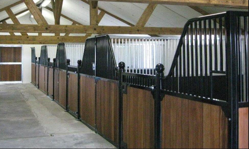Luxe paardenstal - voorwanden
