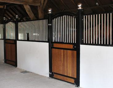 Luxus Pferdeboxen aus Edelstahl