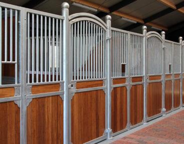 Luxus Pferdeboxen im Naturbereich